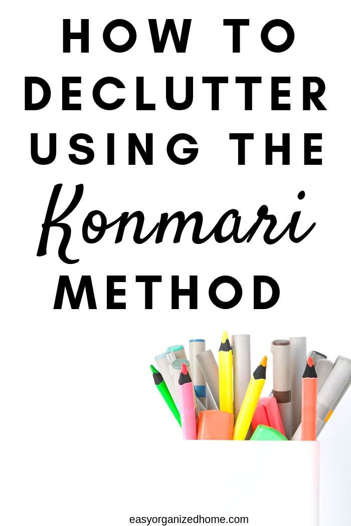 Learn how to declutter using the konmari method (handy printable konmari checklist) #declutter #decluttering #declutteryourhome #declutteringtips #declutteringahouse #organization #organize #organizing #organizationideas